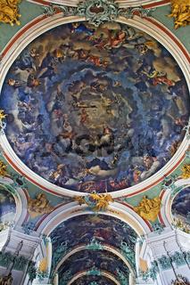 barockes Deckengewoelbe mit Rotunde in der Stiftskirche