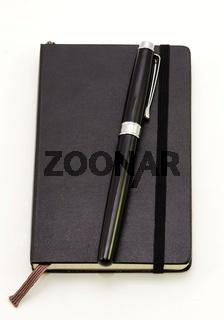 Notizbuch mit Füllhalter