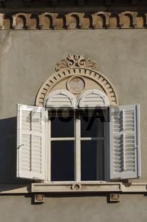Fensterfront in Pula | Window in Pula