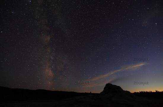 White Dom Geyser bei Nacht mit Milchstrasse