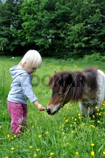 Kind mit kleinem Pony,Child and litle Pony