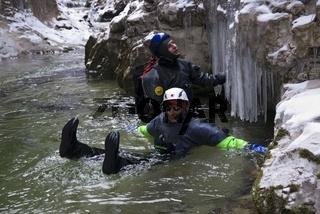 Canyoning im Winter in der Haselschlucht im Nationalpark Kalkalpen, Oberösterreich, Österreich