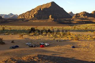Lagerplatz am Morgen im Akakus-Gebirge, Sahara