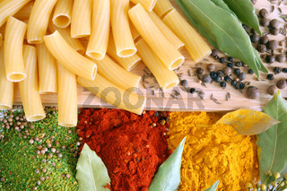 Macaroni with bay leaves and spice