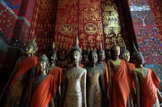 Buddhafiguren in einem der Tempel Xieng Thong in der Altstadt von Luang Prabang in Zentrallaos von Laos in Suedostasien.