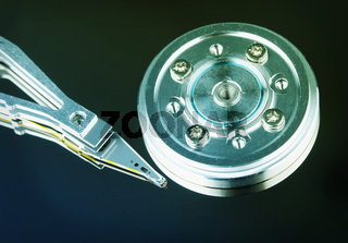 Spindle and magnetic head of hard disk