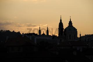 Kirchturmsilhouetten in Prag