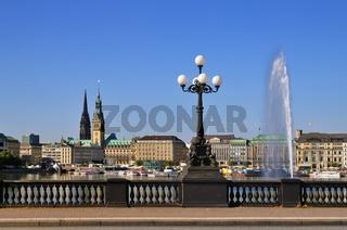 Hamburger Binnenalster mit Lombardsbrücke