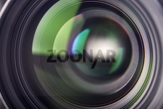 Lichtreflexe in einem Kameraobjektiv