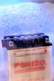 Batterie im Eis | battery in ice