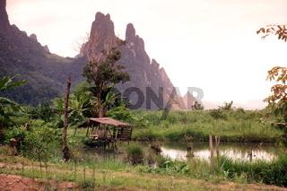 Die Landschaft in der Bergregion beim Dorf Kasi an der Nationalstrasse 13 zwischen Vang Vieng und Luang Prabang in Zentrallaos von Laos in Suedostasien.