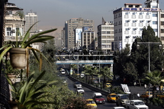 Der Alltag mit dem Strassenverkehr im Stadtzentrum der Syrischen Hauptstadt Damaskus