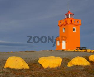 Der Leuchtturm von Raufarhöfn an der Nordküste von Island
