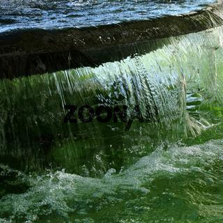 Brunnen, fliessendes Wasser
