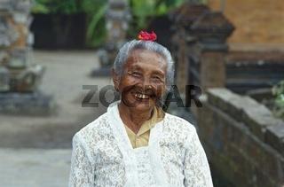 Alte Frau Tulamben, Bali, Indonesien