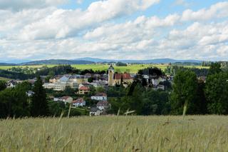 Gemeinde Neufelden inmitten einer hügeligen romantischen Landschaft - Austria