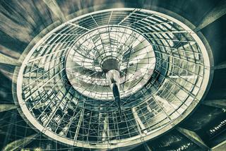 Glaskuppel des Reichstagsgebäudes in Berlin