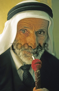 alter Araber, Wasserpfeife, Jerusalem, Israel