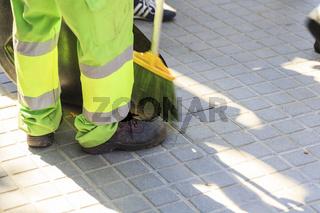 Details aus dem Alltag eines spanischen Straßenarbeiters in Barcelona.
