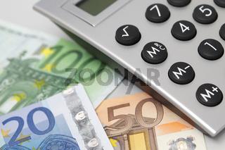 Taschenrechner mit Euroscheinen