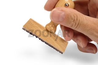 Holzstempel in Hand mit Textfreiraum