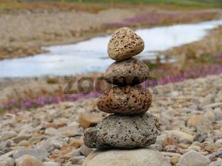 Steintürmchen aus Lavasteinen