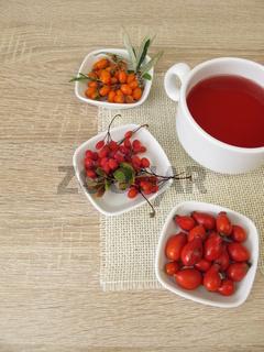 Roter Früchtetee mit Hagebutte, Sanddorn und Berberitze