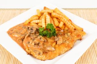 Schnitzel mit Champignonsoße