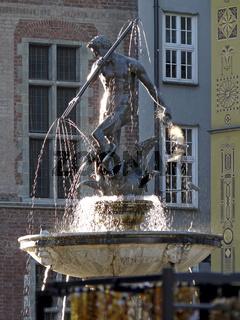 Neptunbrunnen vor dem Artushof in Danzig