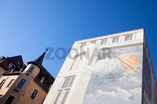 Kino Jena vor blauem Himmel