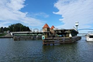 Geöffnete Drehbrücke in Wolin