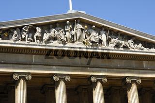 Giebel mit allegorischen Figuren über dem Haupteingang des Britischen Museums