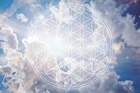 Blume des Lebens vor Himmel als Reiki Symbol