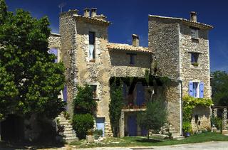 Natursteinhäuser der Provence