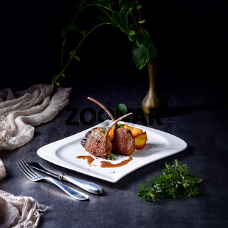 Grilled lamb chops with potatoes