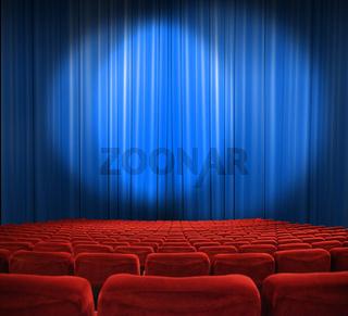 klassischer Kinosaal mit edlen Vorhängen