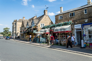 Bourton on the water, commercial street
