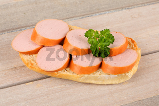 Brot mit Fleischwurst