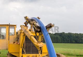 Rohrverlegung Baustelle auf einer Wiese