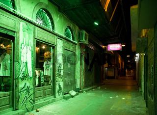 markt bei nacht im gruenen licht