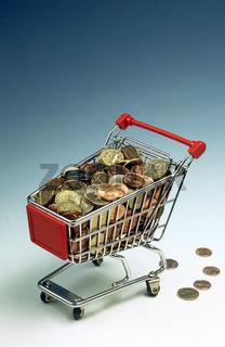 Einkaufswagen voller Muenzen
