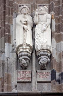Figuren am Kölner Rathaus - Statues at Cologne city hall