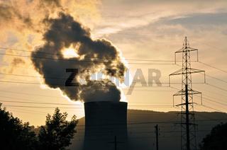 Abendstimmung mit Kernkraftwerk