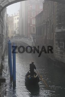 Italien Venedig gondel Winter nebel