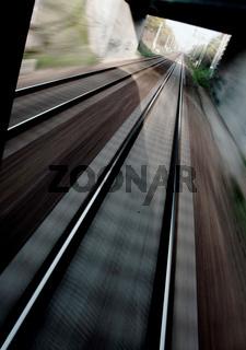 Schienen aus einem fahrenden Zug