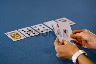 hold'em texas poker game: woman has 2 aces in hand