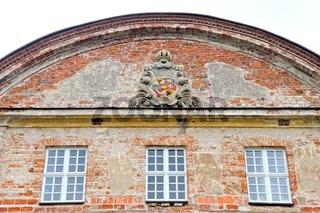 Schloss Dargun Wappen über Eingang zum Schloss