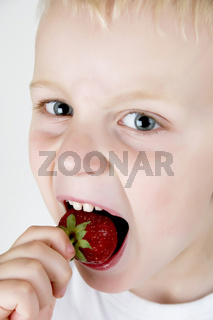Erdbeere essen