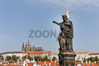 Prag, Karlsbrücke mit Prager Burg und Hradschin