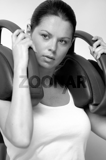 Junge Frau im Fitness-Studio, young woman in gymn